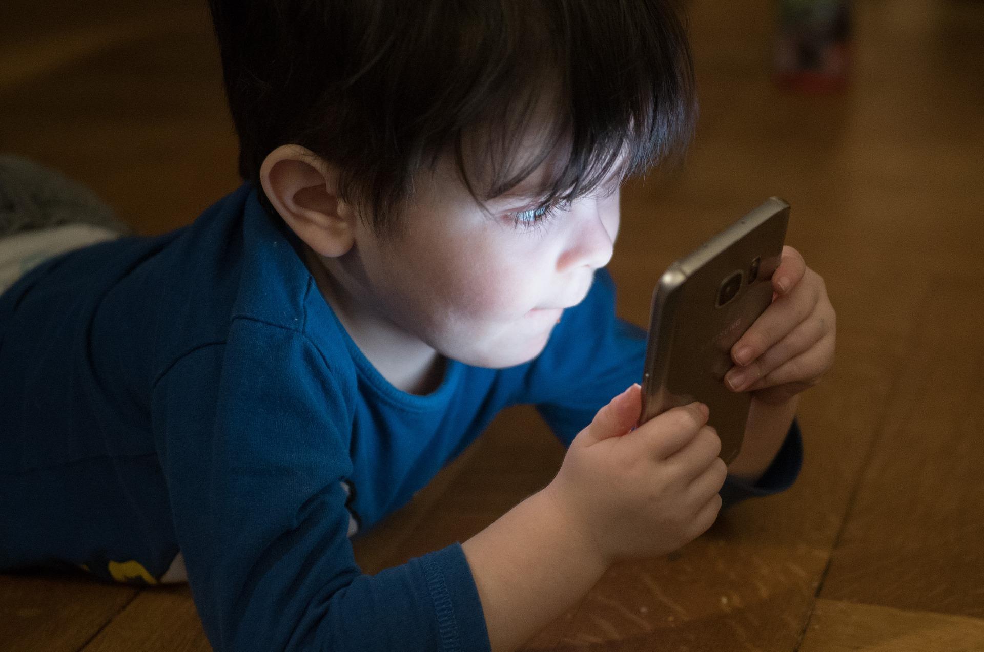 Nieuwsbericht: Verenigd Koninkrijk komt met 'best-practise' gedragscode voor online diensten minderjarigen